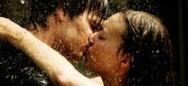 Romantic Hindi Shayari – Raho meri zulfon ki parchhayi mein